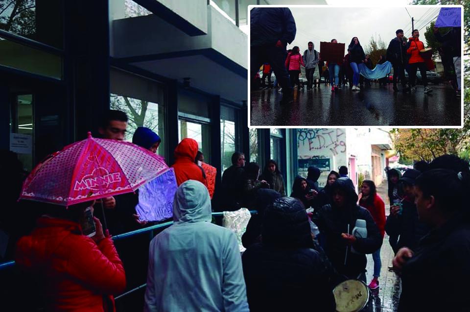Estudiantes marchan contra el ajuste